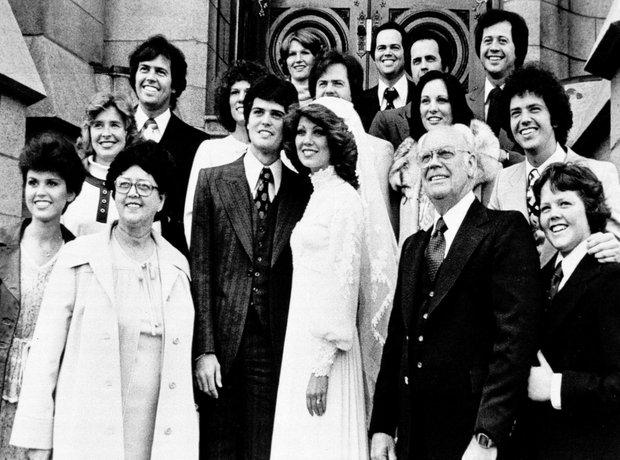 Donny marries Debra in 1978.