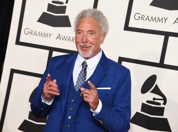 Tom Jones arrives at the Grammy Awards 2015
