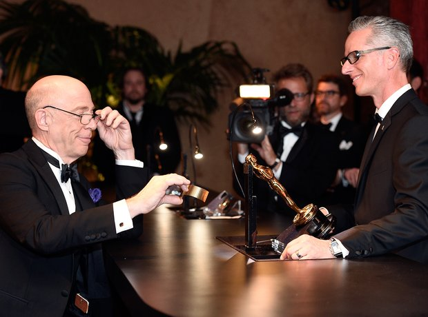JK Simmons has his Oscar engraved Governors Ball 2
