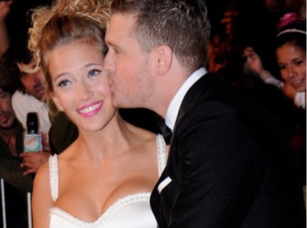 Michael Buble wife kiss