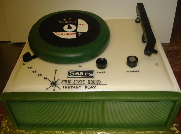 music inspired record player cake