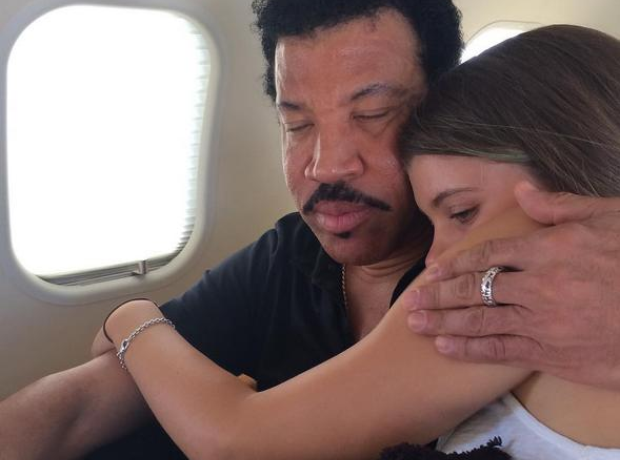 Lionel Richie and daughter on a plane