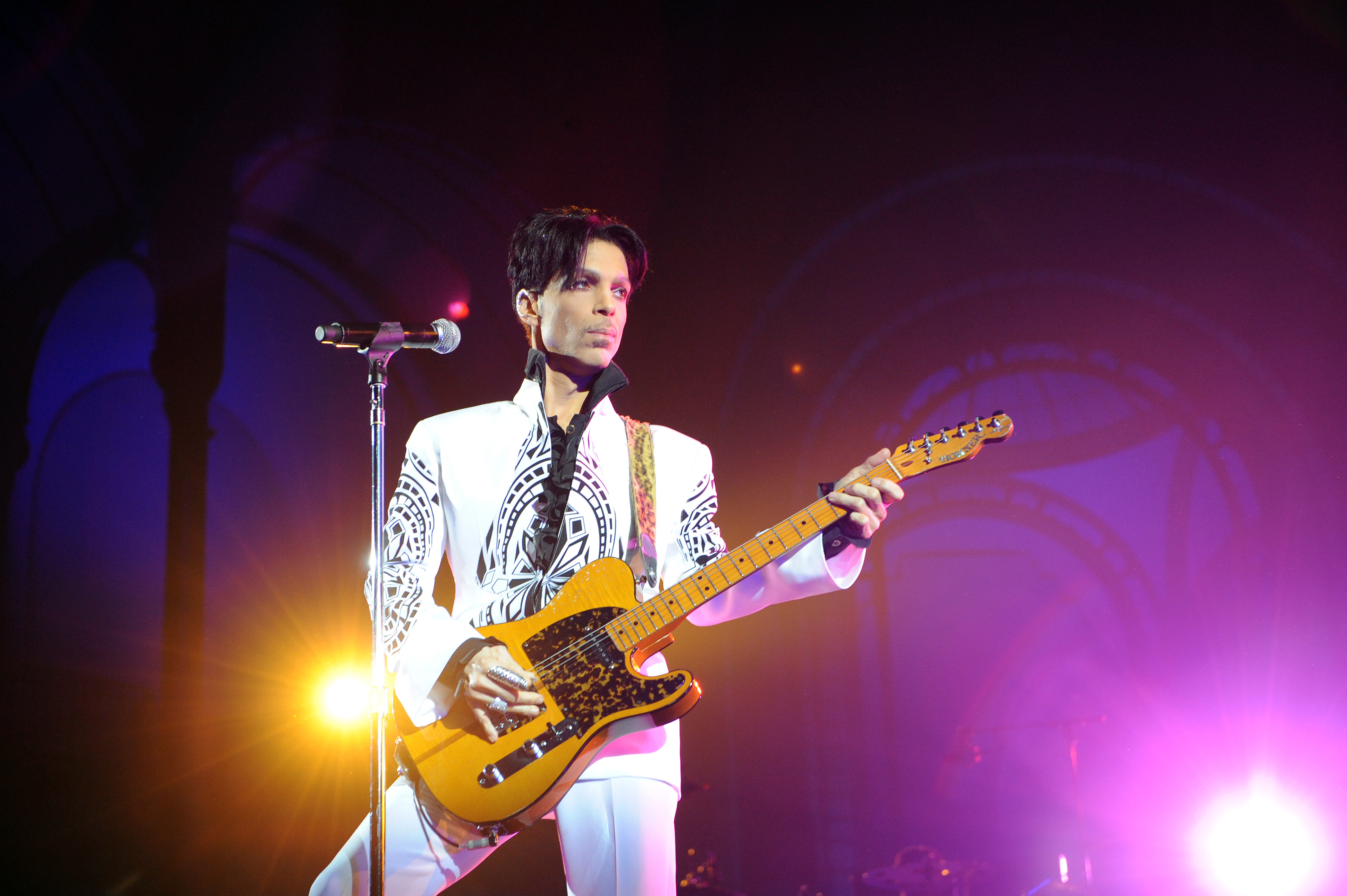 Prince performing 2009
