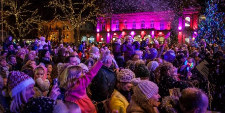 southport christmas light switch on image
