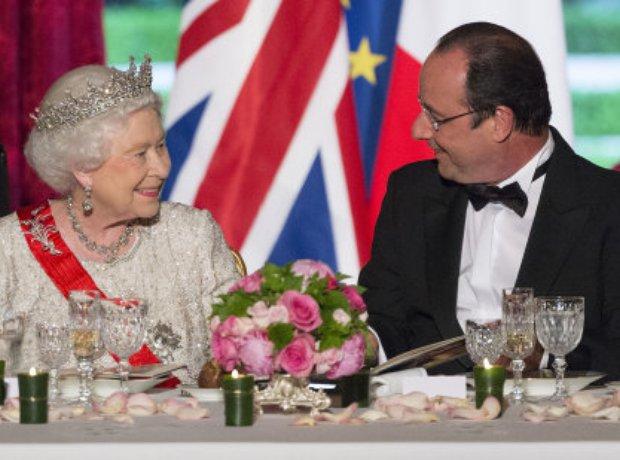 Queen Elizabeth II and President Francois Hollande