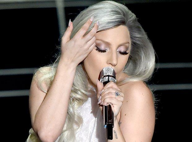 Lady Gaga performs at the Oscars 2015