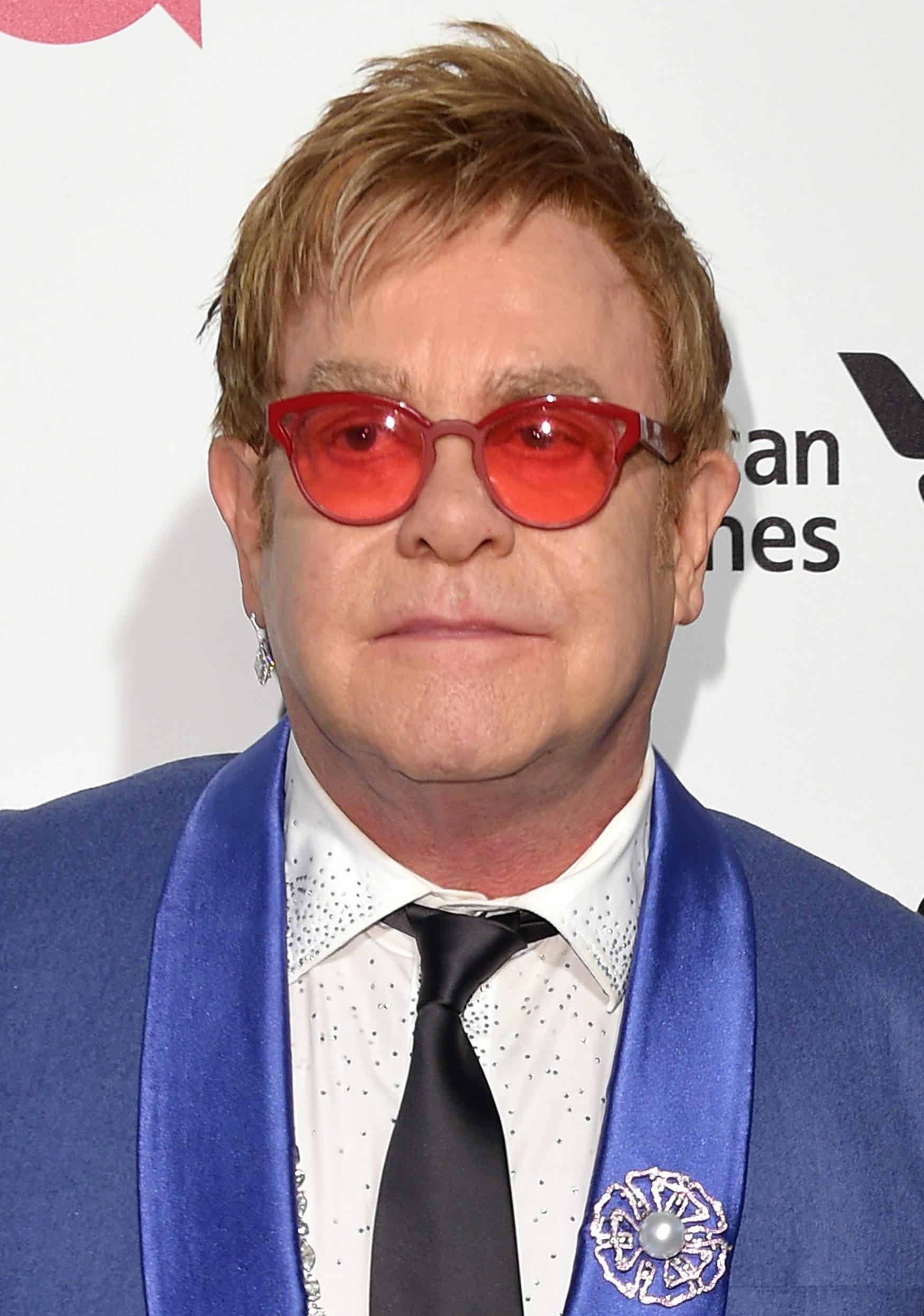 Elton John apologises to steward
