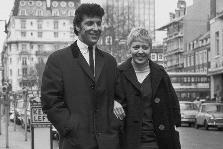 Tom Jones Wife Linda